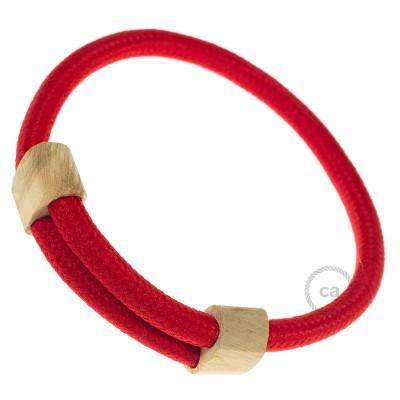 Creative-Bracelet i röd viskos RM09. Skjutbar fästanordning i trä. Tillverkad i Italien.