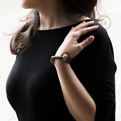Creative-Bracelet i naturligt grått linne RN02. Skjutbar fästanordning i trä. Tillverkad i Italien.
