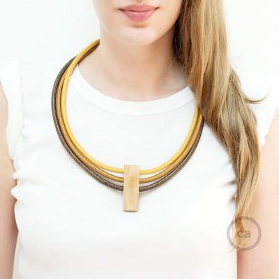 Circles, justerbart halsband i Senapsgul RM25, Whiskey RM22 och glittrig Brun RL13.