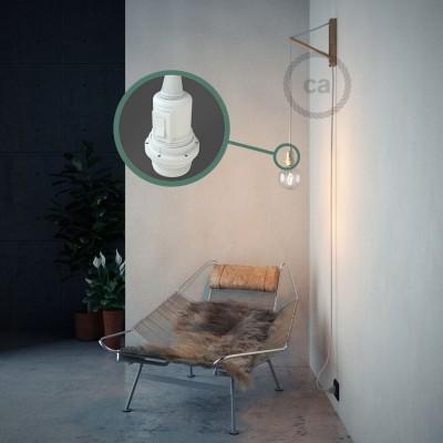 Skapa din egna Snake för lampskärmar med textilkabeln RM01 Vit och få ljuset dit du önskar.