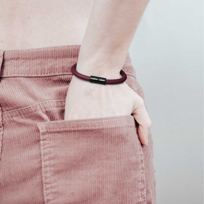 Armband av textilkabel med magnetlås - RM19 Vinröd
